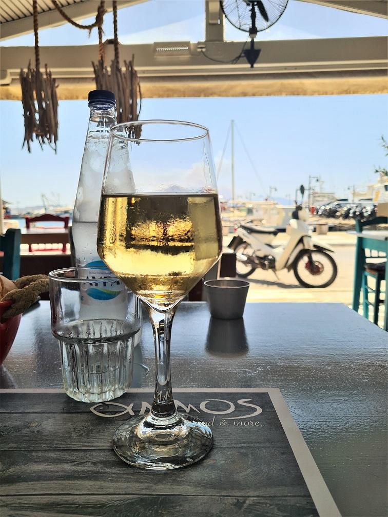 Lokalno belo vino
